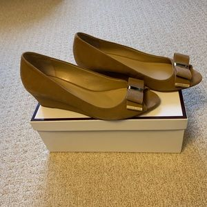 Michael Kors Tan Suede Bow Wedges size 7